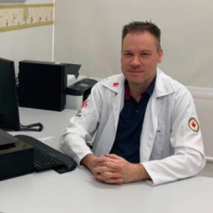 Pediatra Intensivista Eduardo Adratt